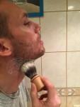 greener-daddy-rasage-zero-dechet-blaireau-mousse-cou